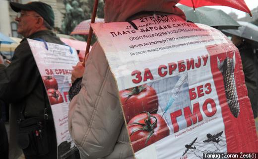 Protest ispred Skupštine: Ustavom zabraniti GMO u Srbiji