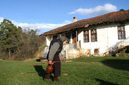Slika srpskog sela – 50.000 praznih kuća