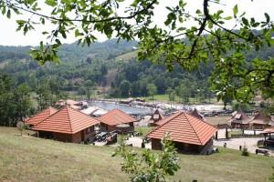 Koštunići, etno-selo među šljivama