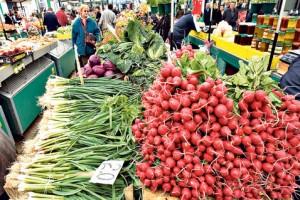 Bogata ponuda sezonskog povrća, cene paprene