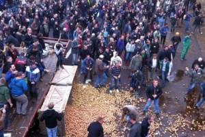Pariz: Ratari delili krompir i voće na ulici