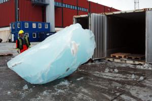 Tone leda sa Grenlanda stižu u Pariz