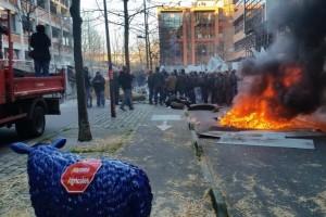Protest u Parizu: Kordon policije i zapaljene gume