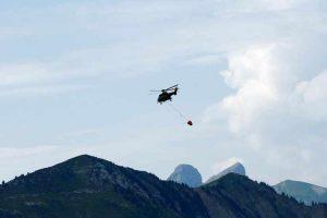 Za žedne krave voda stiže helikopterima