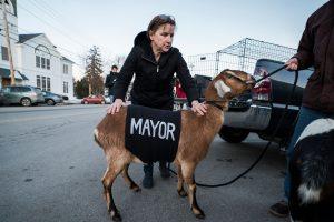 Koza Linkoln izabrana za gradonačelnika Fer Hejvena