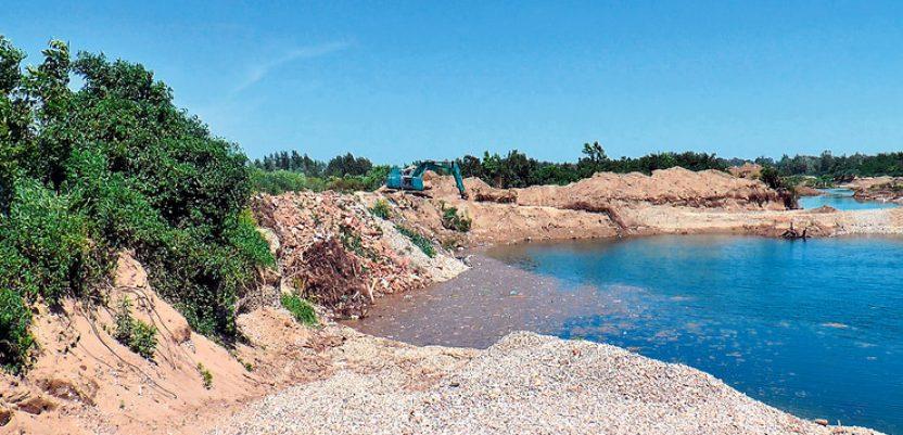Zbog kopanja šljunka Drina plavi njive i šume