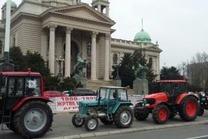 Poljoprivrednici ispred Skupštine Srbije