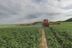 Traktoristi iz Vojvodine oru rumunske njive